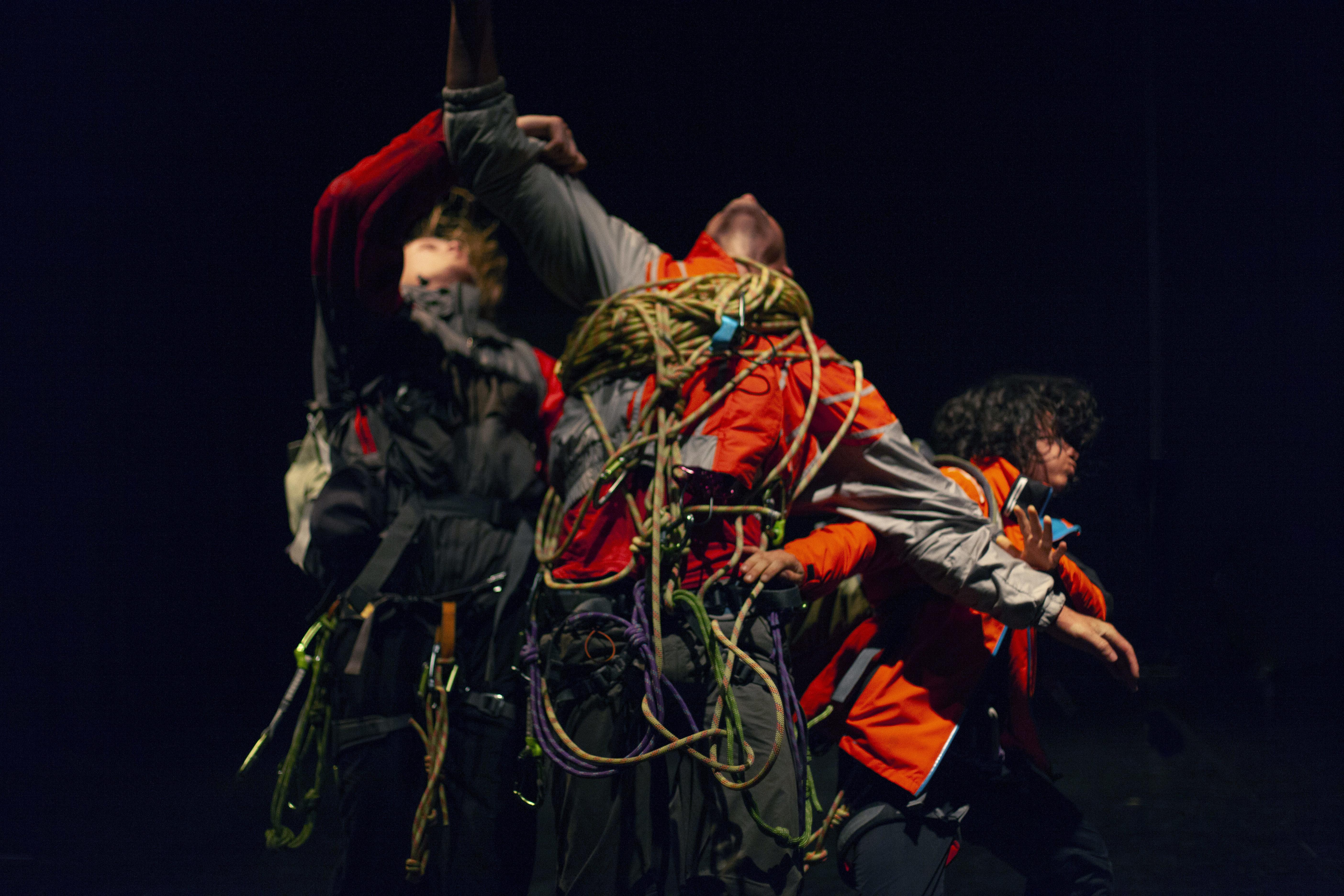 Alle Fonderie Limoni di Moncaglieri White Out, uno spettacolo di danza,  circo e montagna