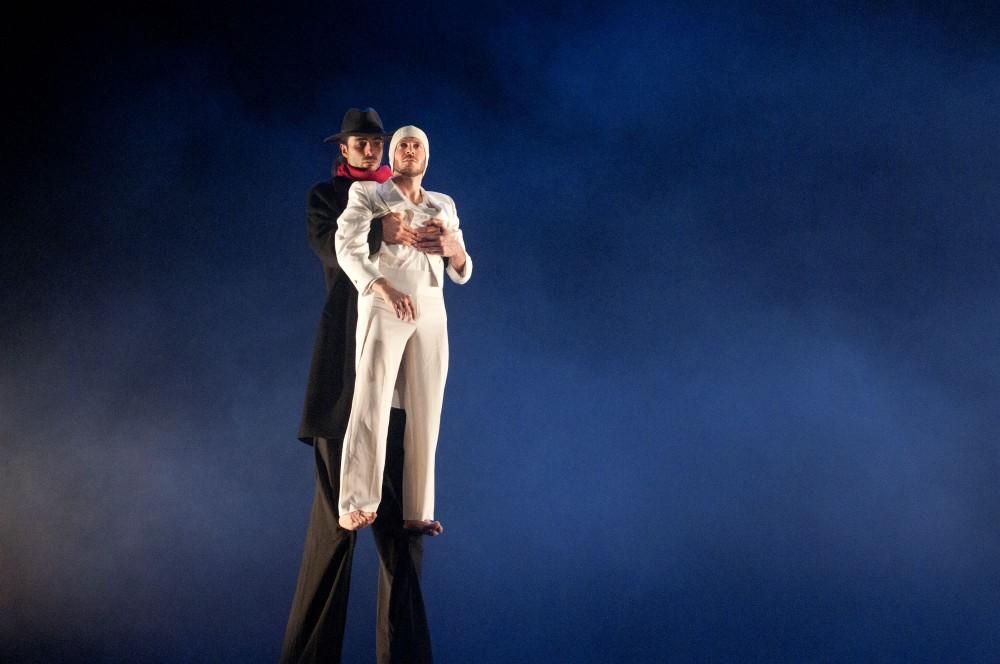 """Al Teatro Fabbri di Vignola va in scena """"Felliniana"""" di Monica Casadei con la compagnia Artemis Danza"""